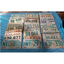 LARGE LOT OF 1970'S LICENSE PLATES