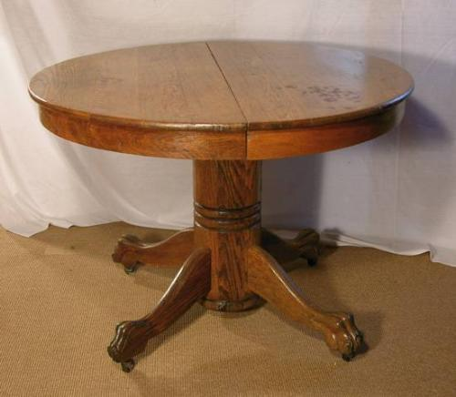 Image 1 : Round Oak Dining Table, Claw Foot