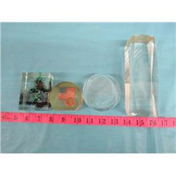 LOT OF ASSORTED GLASS DECORATIVE ITEMS