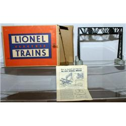 LIONEL DOUBLE SIGNAL BRIDGE. BOXED W/ LINER, AND