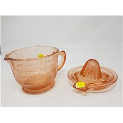 PINK JUICER AND MEASURING CUP (REPRODUCTION)
