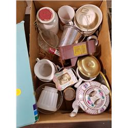 LOT OF COLLECTIBLES (TEAPOT, CUPS, ETC.)