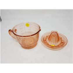 JUICER AND MEASURING CUP (REPRODUCTION)