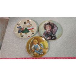 LOT OF THREE COLLECTOR PLATES