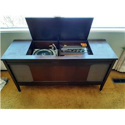AM/FM RADIO & RECORD PLAYER IN STAND