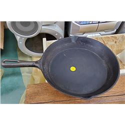 HEAVY CAST IRON FRYING PAN