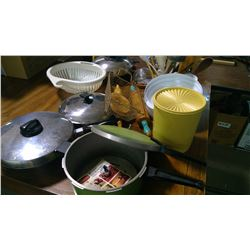 ASSORTED KITCHEN WARE AND PRESSURE COOKERS