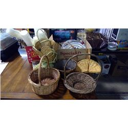 LOT OF ASSORTED ITEMS - BASKETS, PUZZLE, ASSORTED TRAYS, ETC.