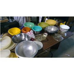 LOT OF ASSORTED TUPPERWARE, STRAINERS, ETC.