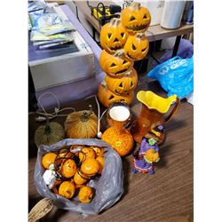 LOT OF HALLOWEEN DECORATIONS/HOME DÉCOR