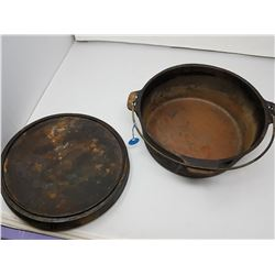 cast iron pot with lid