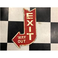 NO RESERVE VINTAGE EXIT ARROW SIGN AND BEWARE OF DEER REFLECTIVE SIGN