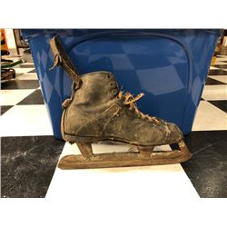 NO RESERVE VINTAGE COLLECTIBLE HOCKEY SKATE