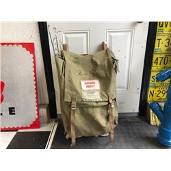 NO RESERVE VINTAGE CIRCA 1930s WOODEN BRACE SECOND PARTY OUTDOOR BACK PACK COMES WITH FISHING GEAR