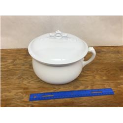 PORCELAIN CHAMBER POT AND LID