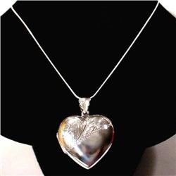 LARGE STERLING SILVER ENGRAVED PHOTO LOCKET 1.5 I