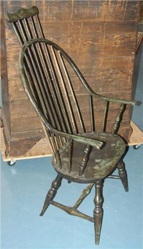 Image 1 : COMB BACK CONTINUOUS ARM WINDSOR CHAIR