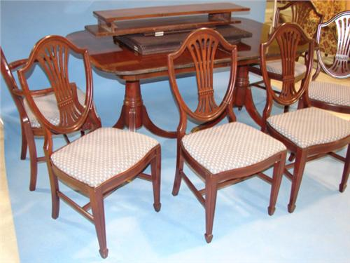 Duncan Phyfe Style Dining Table With 6