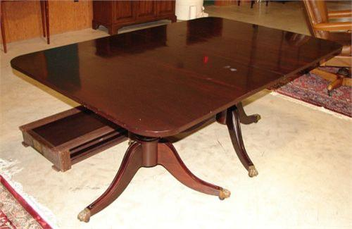 Charmant Image 1 : POTTHAST HEPPLEWHITE DINING TABLE ...