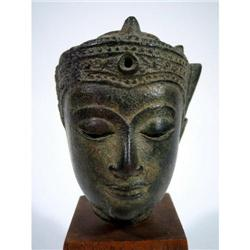 A FINE THAI BRONZE HEAD OF BUDDHA,