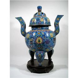 A FINE LATE CHING DYNASTY CLOISONNÉ URN,