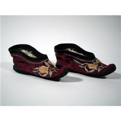 A SUPERB PAIR OF CHING DYNASTY LOTUS SHOES,