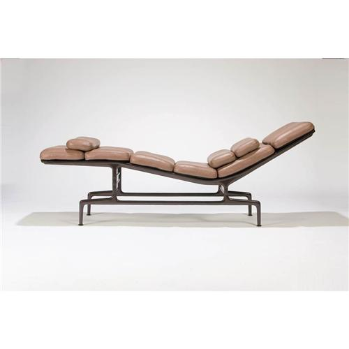 Charles ray eames chaise lounge model no es106 for Charles eames chaise a bascule