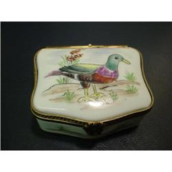 Authentic hand painted Limoges box signed  #2380230