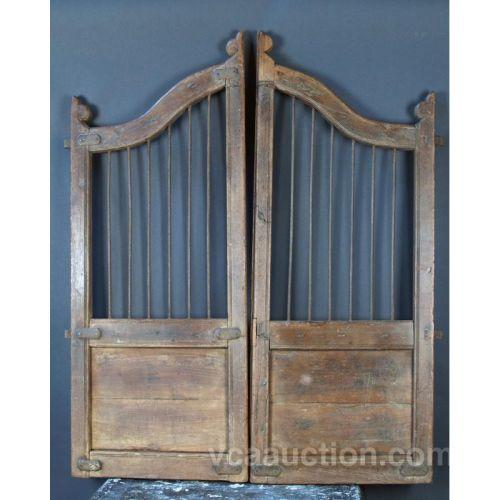 sc 1 st  iCollector.com & Early Primative Saloon Type Swinging Doors 18