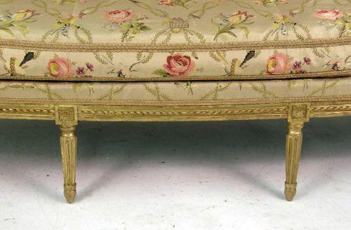 ... Image 4 : A LOUIS XVI STYLE CARVED GILTWOOD SOFA