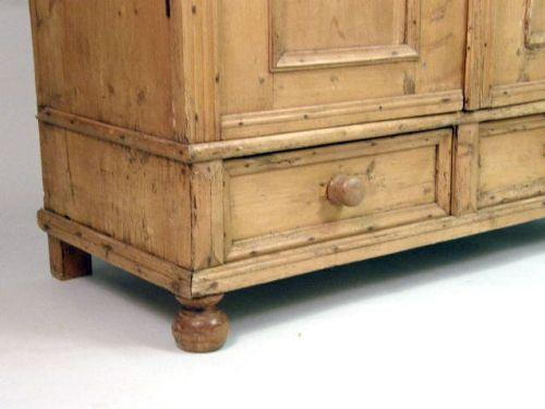 Captivating ... Image 3 : A FRENCH COUNTRY PINE ARMOIRE ...