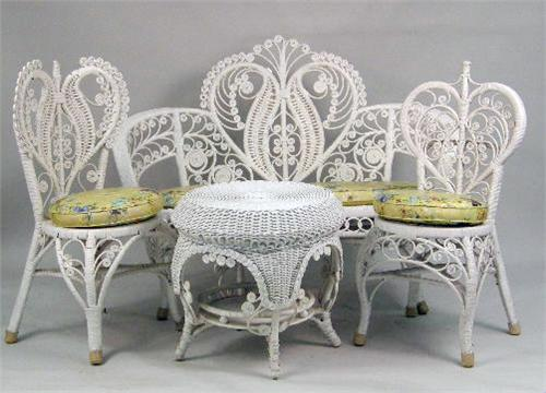 Image 1 : AN ASSEMBLED GROUP OF VINTAGE WICKER FURNITURE ... - AN ASSEMBLED GROUP OF VINTAGE WICKER FURNITURE