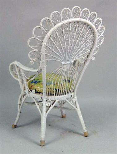 ... Image 5 : A WHITE PAINTED WICKER PEACOCK CHAIR