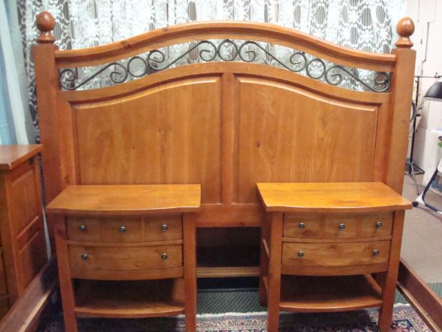 ... Image 2 : BROYHILL Continental Tapestry Pine Bedroom Set: ...