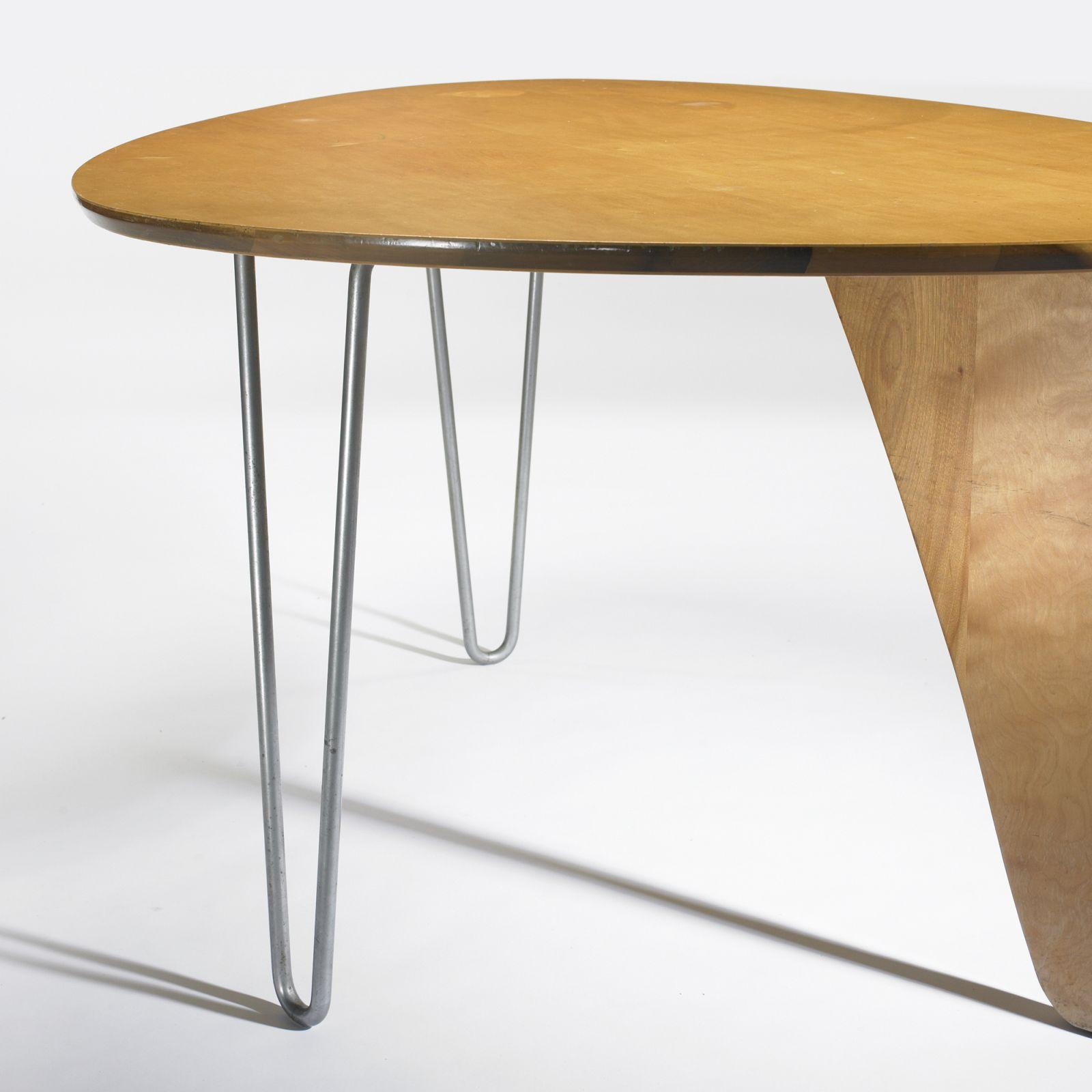 Isamu Noguchi Rudder dining table model IN 20