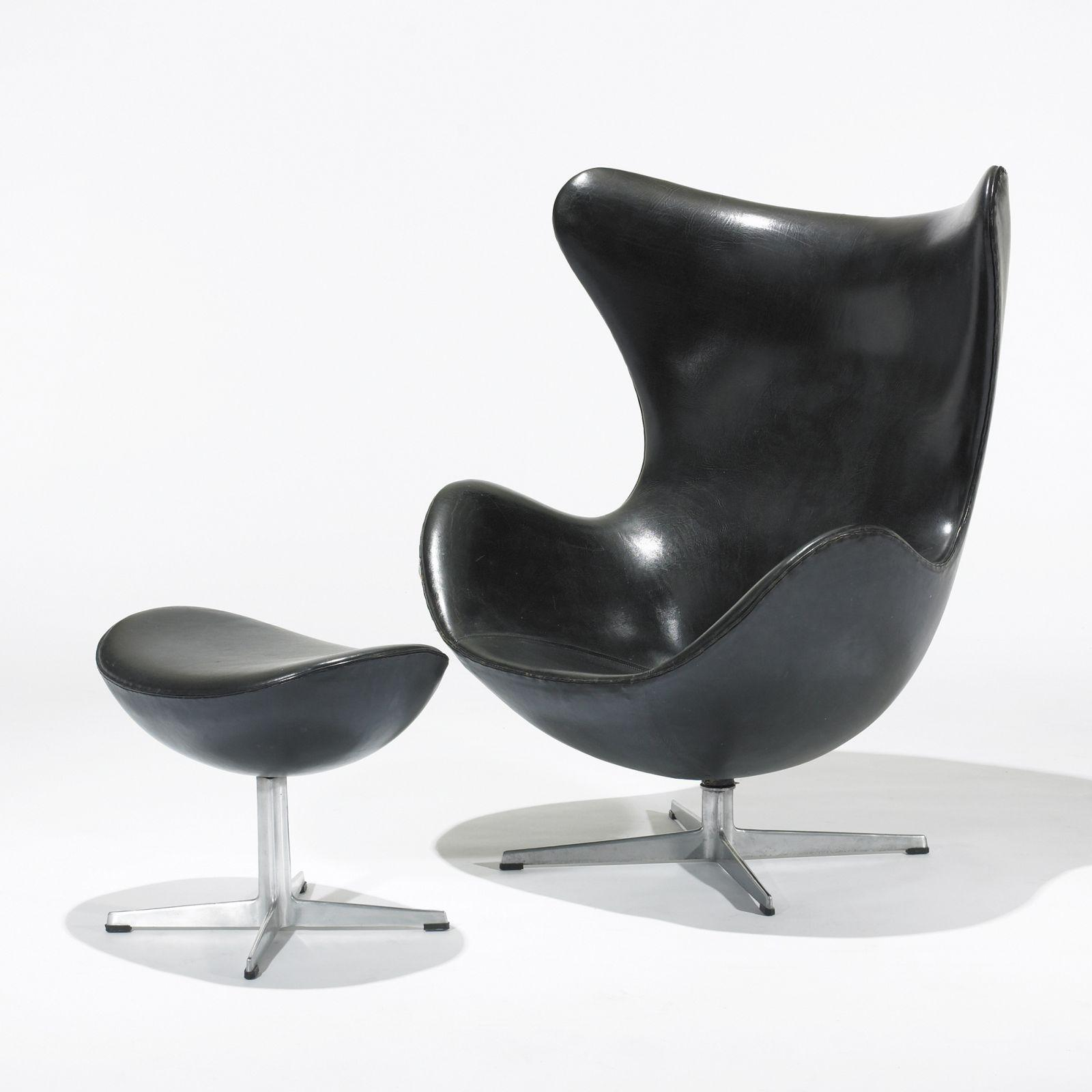 Arne jacobsen egg chair and ottoman for Egg chair jacobsen