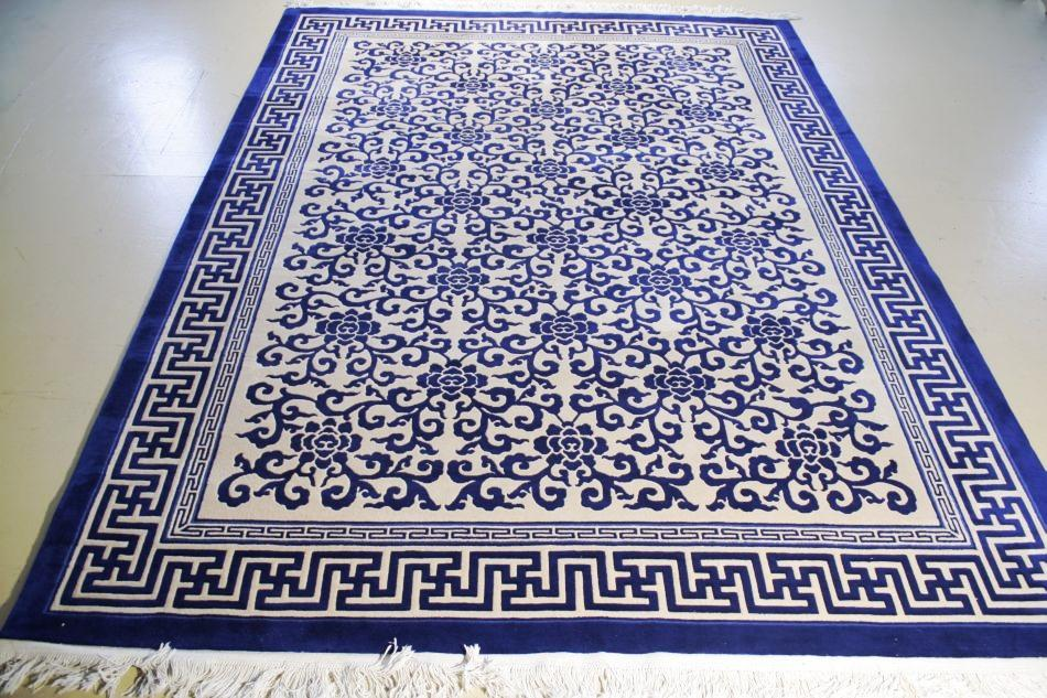 Image 1 : A Contemporary Blue Wool Rug With Asian Motif, ...