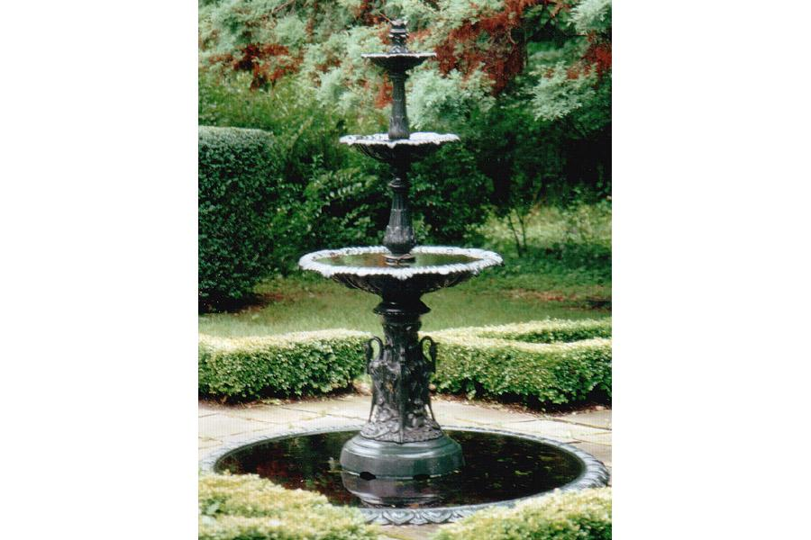 Attractive ANTIQUE GARDEN VICTORIAN CAST IRON FOUNTAIN. Loading Zoom