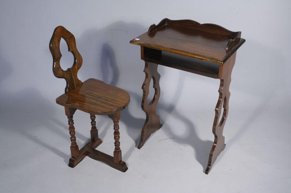... Image 2 : A Vintage Telephone Table and Chair, Together with a Canterb  ... - A Vintage Telephone Table And Chair, Together With A Canterb