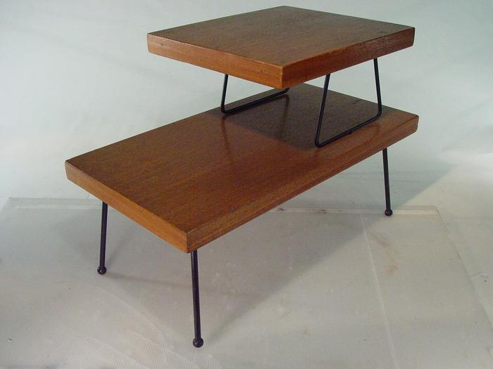 Image 1 : 1950u0027s Mid Century 2 Tier End Table With Iron Legs