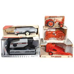Farm toys (5), Ertl Allis-Chalmers Roto-Baler, Scale Models New Idea Manure Spreader, Scale Models R