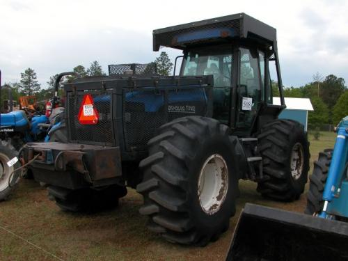 new holland tv140 4x4 tranverse farm tractor s n d204884 j m wood auction company inc. Black Bedroom Furniture Sets. Home Design Ideas