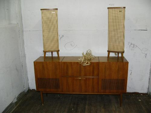 Image 1 : Walnut Stereo Cabinet And Pair Of Grundig Speakers From 1960u0027s  (206) ...