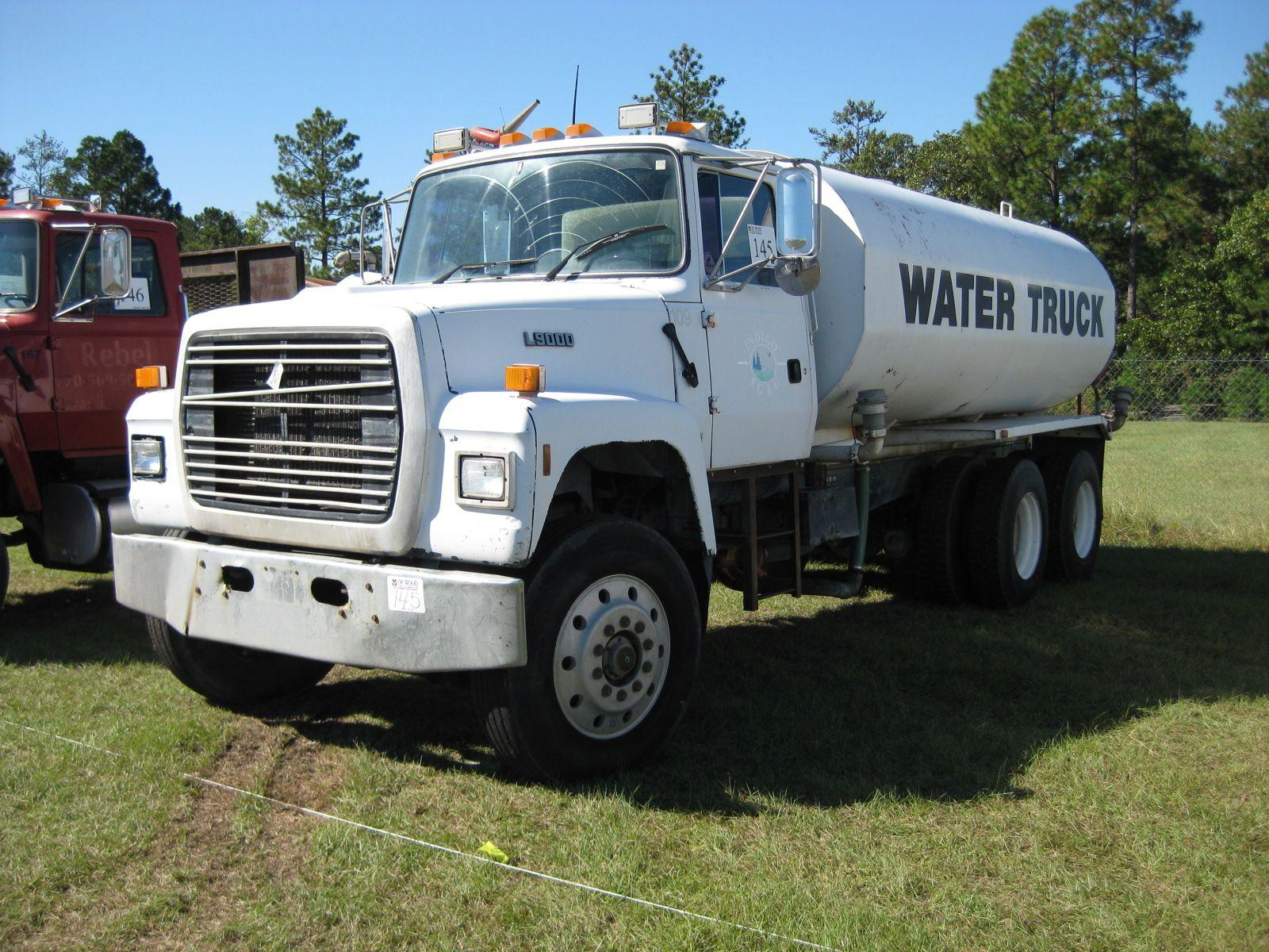Image 1 1995 ford l9000 t a water truck
