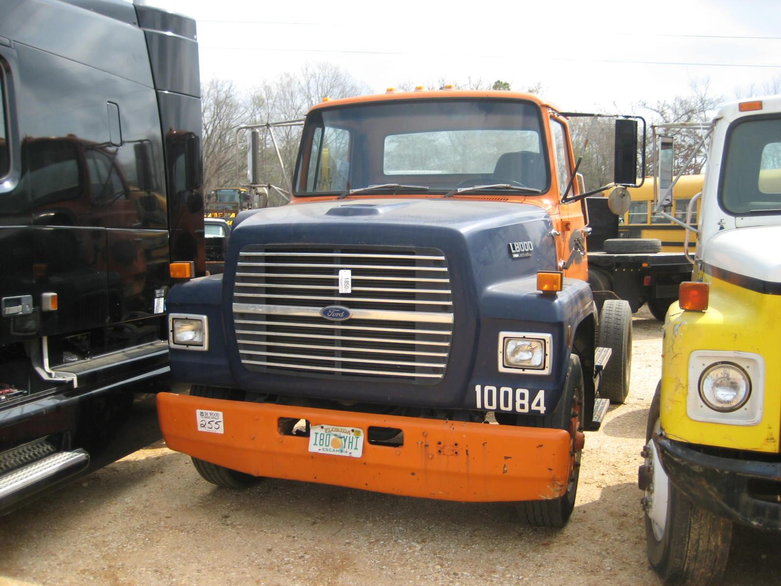 Image 1 1990 ford l8000 s a truck tractor