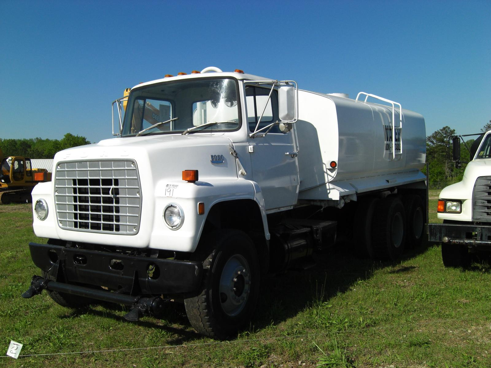 1982 ford l8000 t a water truck loading zoom