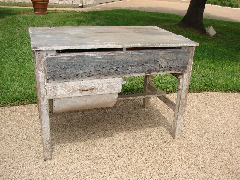Image 1 : Primitive Possum Belly Table ...