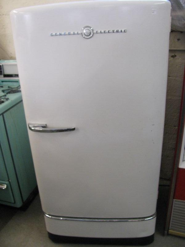 1940 S G E Refrigerator Works Well