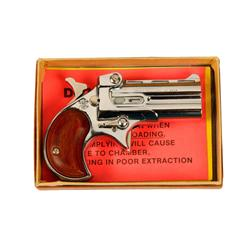 Davis Mdl D32 Cal .32 SN:462736 Over & Under tip-up Derringer in .32 caliber. Nickel finish, wood gr