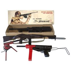 Toy machine guns (4), T-Diamond 7 battery-operated cap gun made by Tada-Japan, NOS in box, Paratroop
